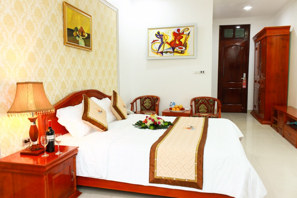 royal-hotel-halong-smiletravel