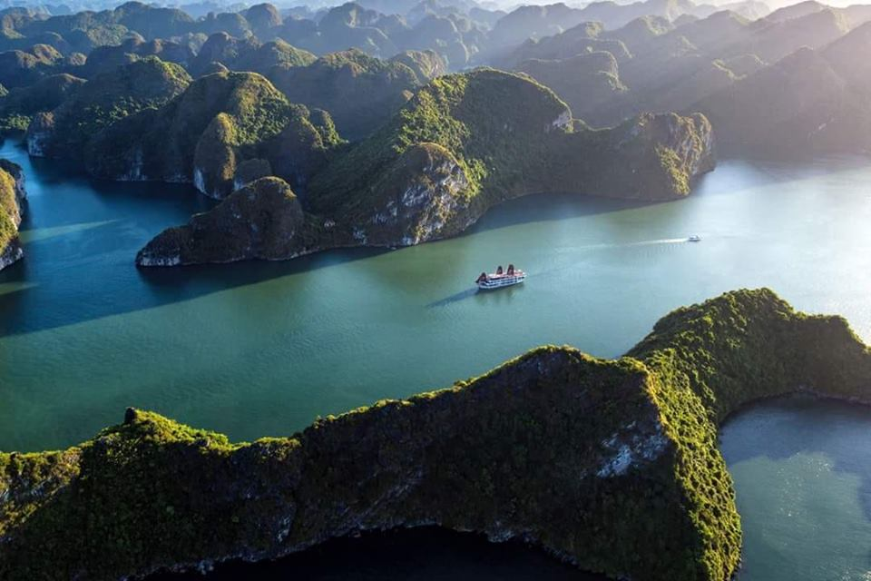 du thuyen ha long 2019